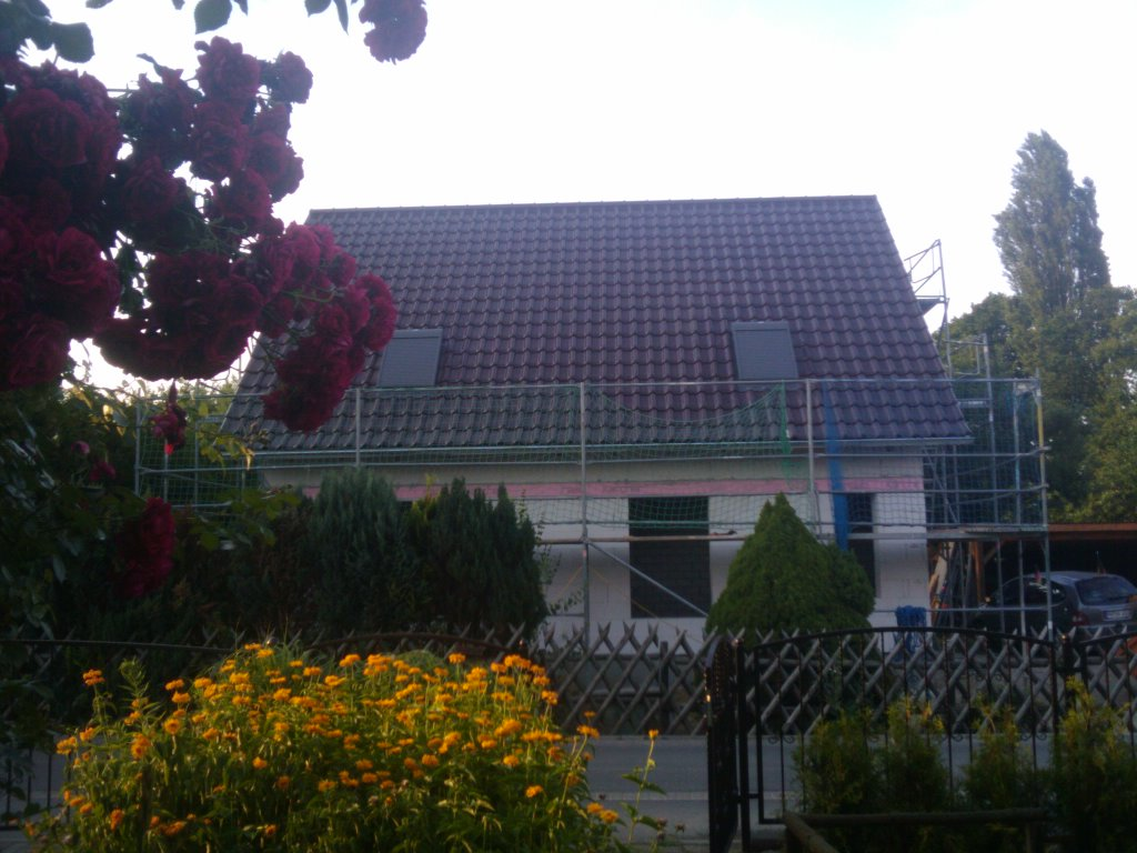 58.das fertige Dach mit Dachfenster und Solarrolladen