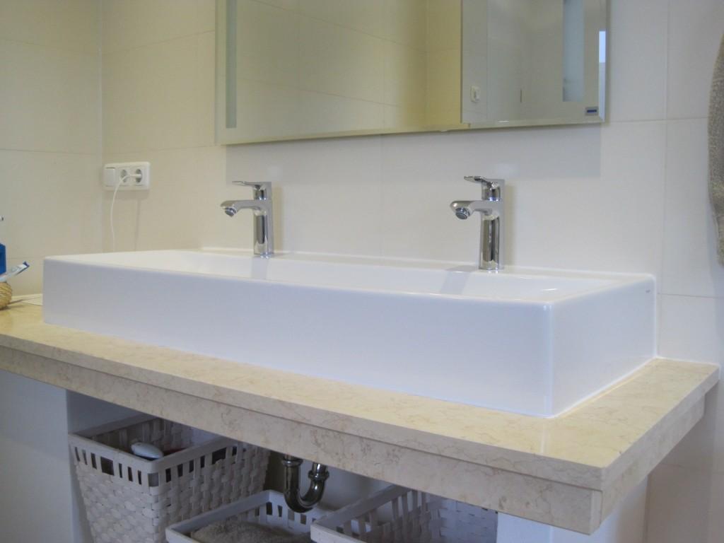 mal eine andere Lösung für ein Waschbecken – Material der Sol-Fensterbänke wurde für die Unterkonstruktion des Waschtisches verwendet