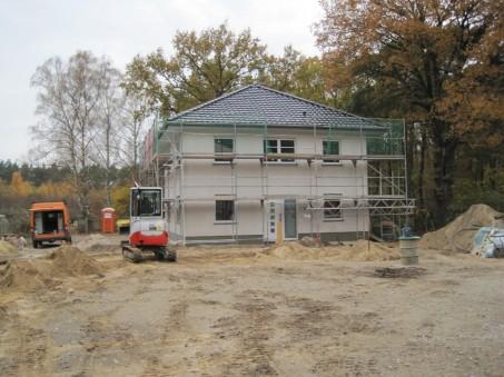 Rohbau-mit-gedecktem-Dach.jpg